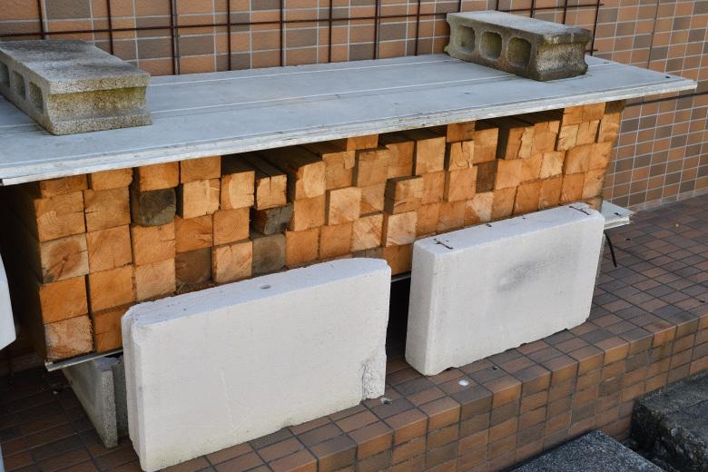 普通の薪ストーブで建築廃材だけを焚くのは、あまりお勧めできない