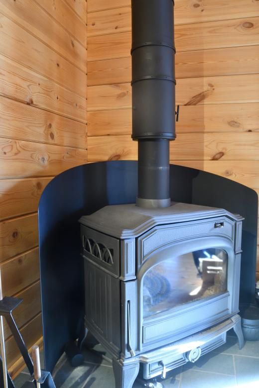 口元までオール二重断熱煙突にして、かわはら式耐震煙突固定法で仕上げ