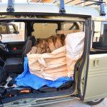 乗用車やバンで薪を運ぶ場合に車内を汚さないコツ