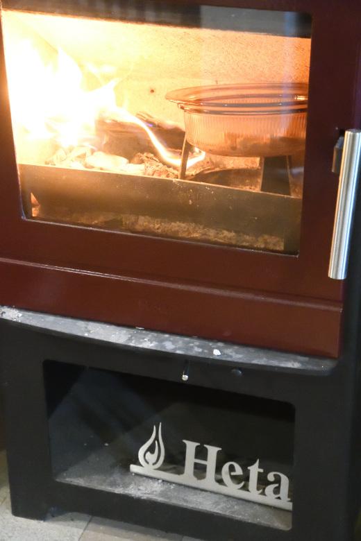 炉の小さなHeta45Hでも炉内調理は可能
