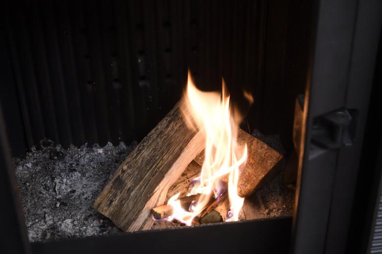 アキミックスのペレットから薪への燃料の切り替え
