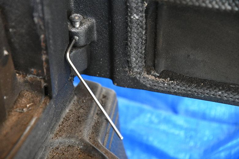 ドブレ700SLの扉のピンの浮きの修正