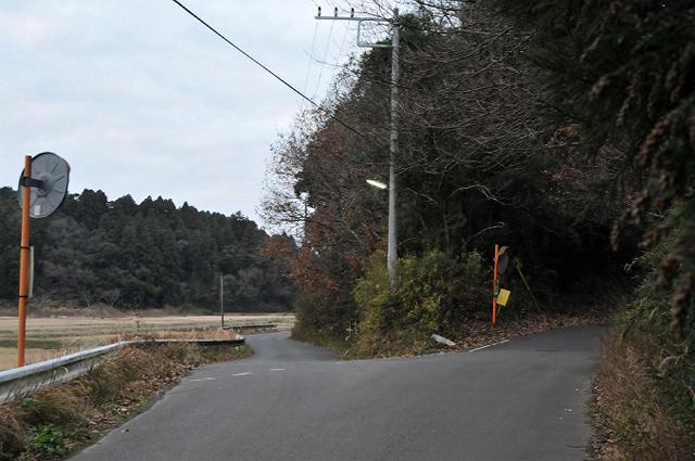 8.田んぼ沿いの道へ