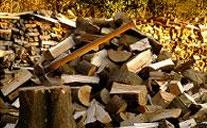 薪の保管スペースも提供